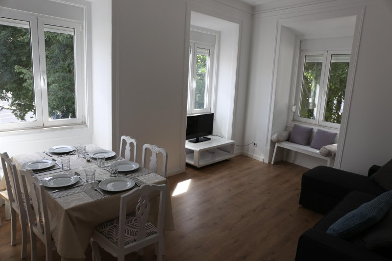 Divano Letto In Alcantara.Alcantara Nr1 3 Rooms Ac Near The River Brigth And New Updated
