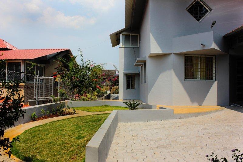 2BHK Villa on Mahabaleshwar Panchgani road (Laxmi Villas), alquiler de vacaciones en Mahabaleshwar