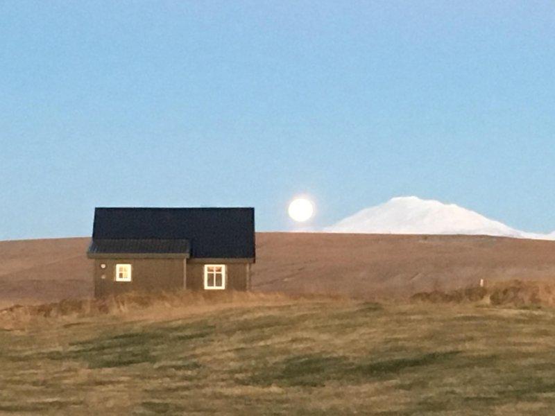 Bjalli, volcano Hekla and a very special full moon.
