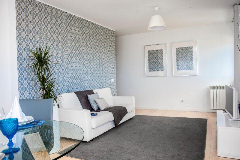Wohnzimmer mit Zentralheizung und Kabel-TV mit 180 Kanälen.