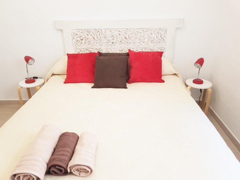 APARTAMENTS SAN PIO V, 3 DORMITORIOS, holiday rental in Moncada