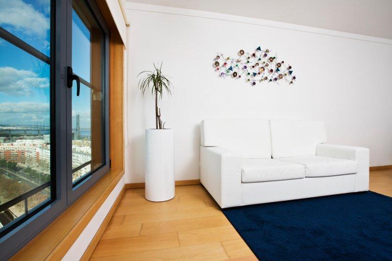 quarto com ar condicionado e televisão por cabo com 180 canais vivo.