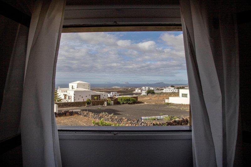 Casa Candela,  tranquila y buenas vistas, holiday rental in Tinajo