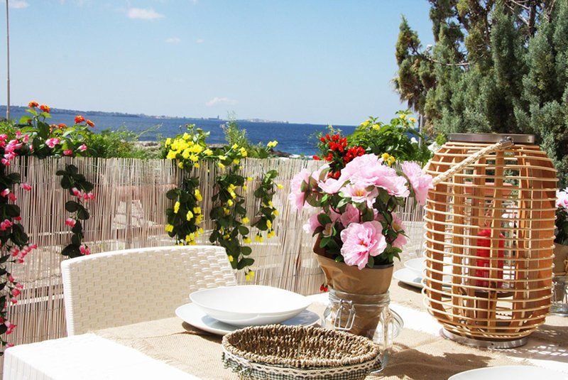 Villetta indipendente e fronte mare. 3 matrimoniali, una doppia, due bagni compl, vacation rental in Santa Maria al Bagno