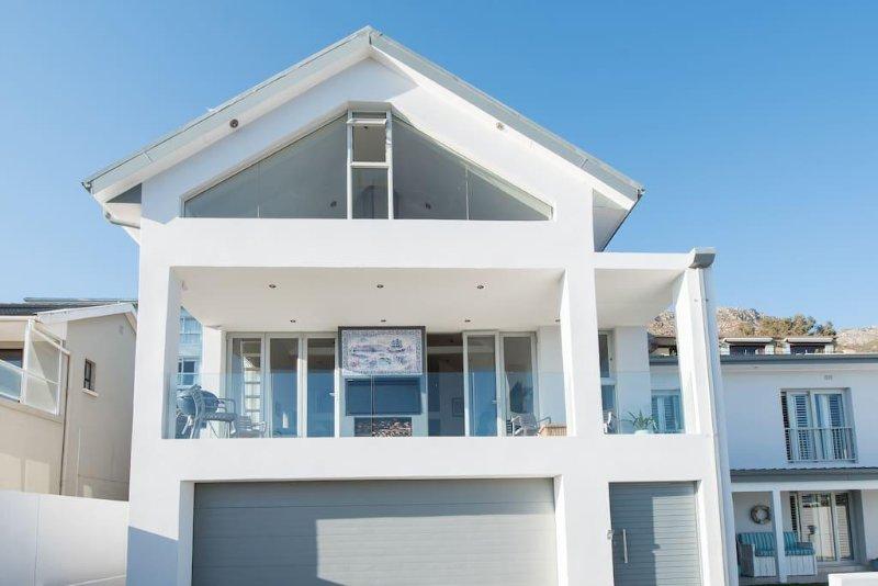 On the Bay Retreat House, location de vacances à Gordon's Bay