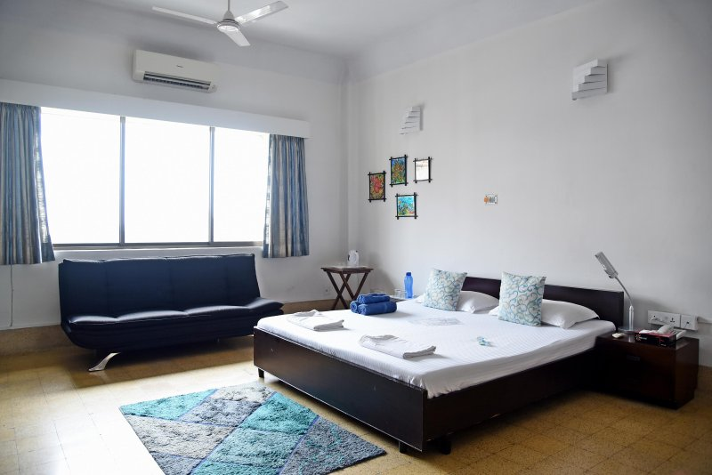 Central Bed & Breakfast, holiday rental in Kolkata (Calcutta)