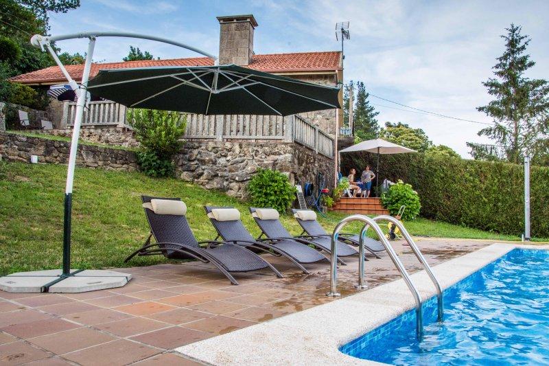 Preciosa Casa de Campo con piscina privada, vacation rental in A Lama