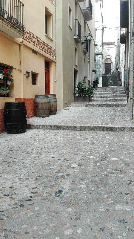 L'ingresso agli appartamenti Center Plaza Figueres. Salendo le scale si trova il Museo Dalí.
