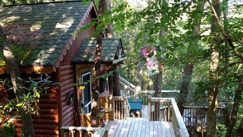 secluded Treehouse Gatlinburg