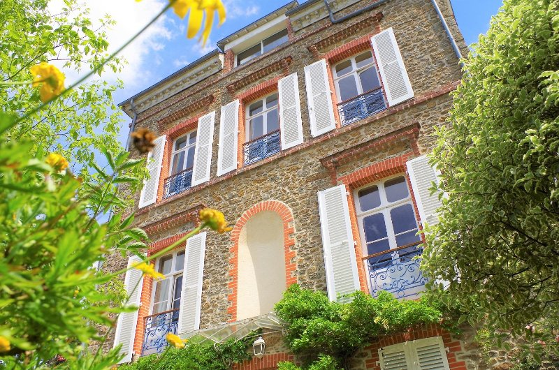 Unique charming villa on the seaside in center of Dinard to rent, vacation rental in Dinard