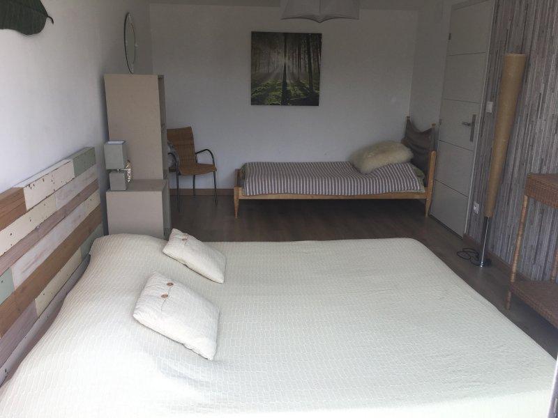 1 quarto com vista para o terraço: 160 + cama de 90 centímetros de cama, TV