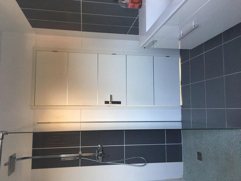 Segundo banheiro com chuveiro