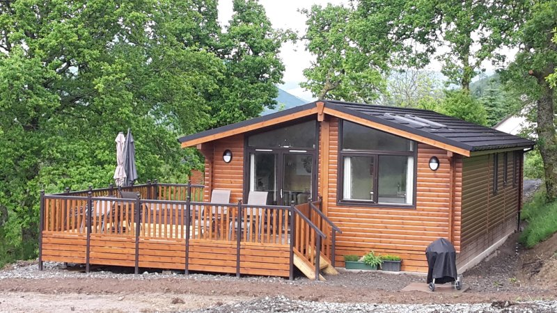 Teaghlach Luxury Lodge at Balquhidder Mhor with Hot Tub, Sleeps 4-6, holiday rental in Loch Lomond and The Trossachs National Park