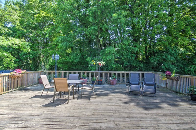Getaway to the quaint town of Saugatuck and stay in this charming 1-bedroom, 1-bathroom vacation rental condo with private deck!