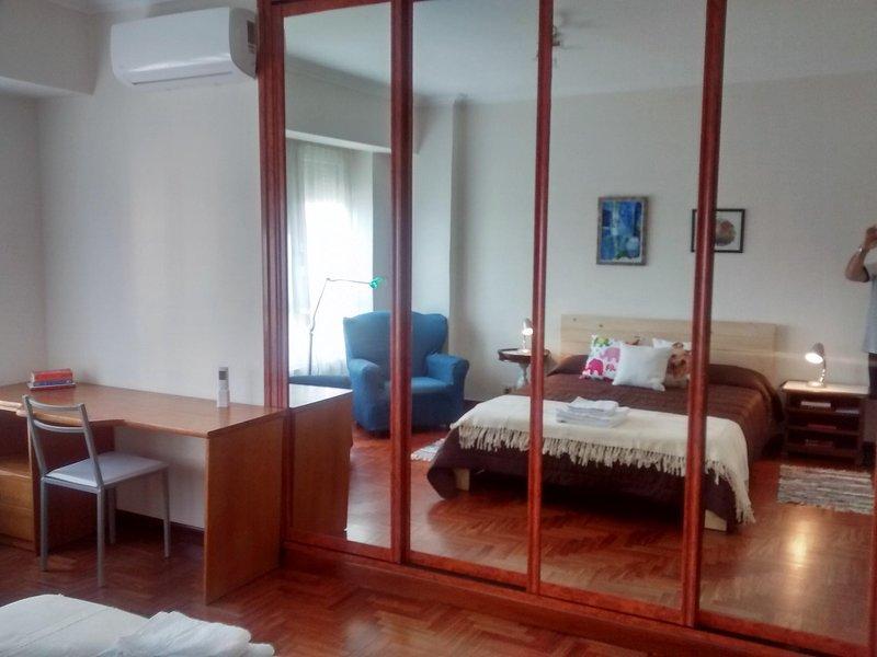 COMODO APARTAMENTO FAMILIAR CENTRICO, holiday rental in Vigo