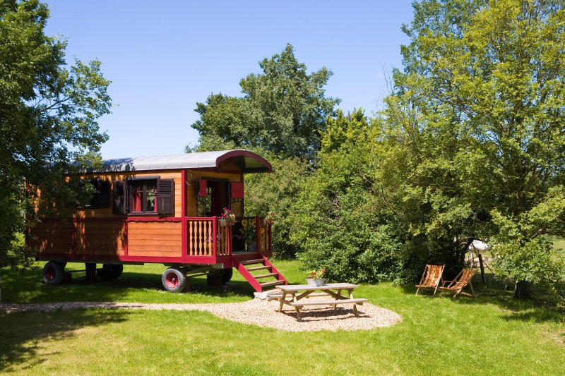 Roulotte coquelicot, casa vacanza a Ferriere-Larcon