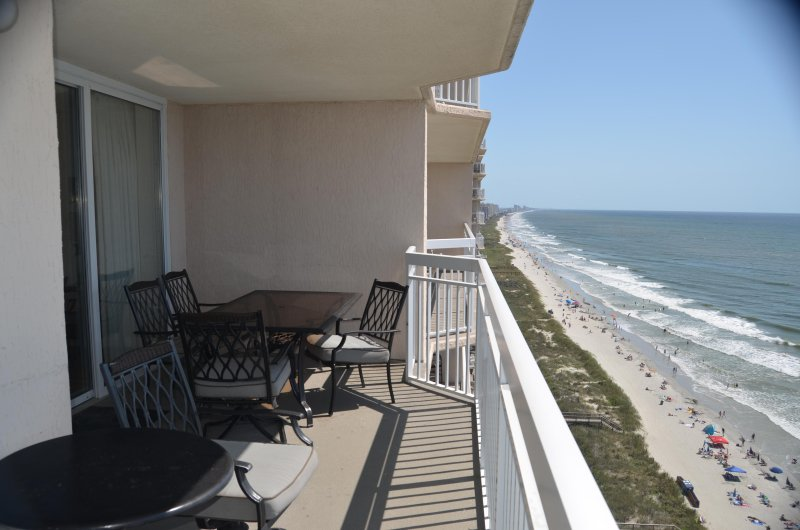 LARGE LUXURY 4 BEDROOM ON THE BEACH-NORTH MYRTLE BEACH IS OPEN FOR SUMMER 2020, holiday rental in North Myrtle Beach