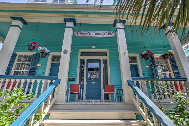 This colorful 2-bedroom, 2-bathroom bungalow is the perfect vacation rental apartment in Galveston for 4 guests who want to experience coastal Texas the right way -- near the beach!