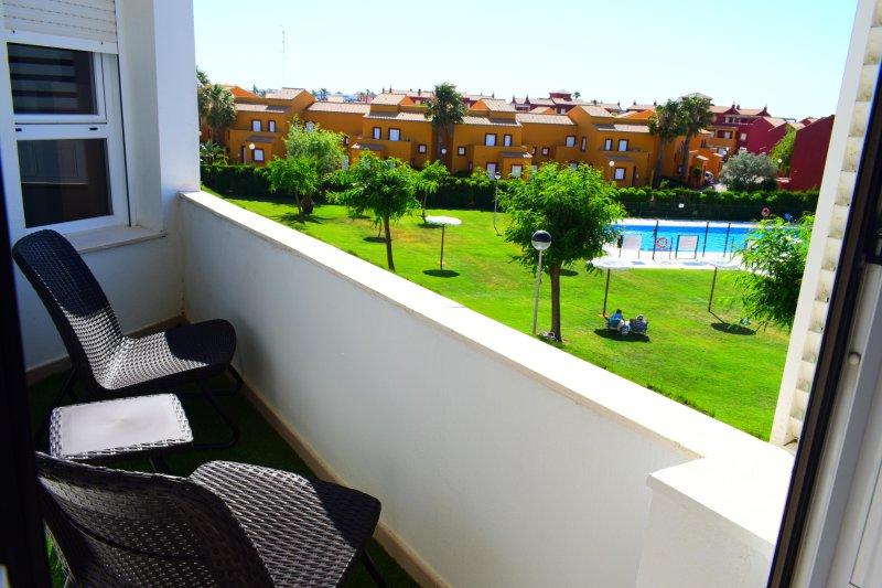 Terrasse mit freiem Blick auf den Pool