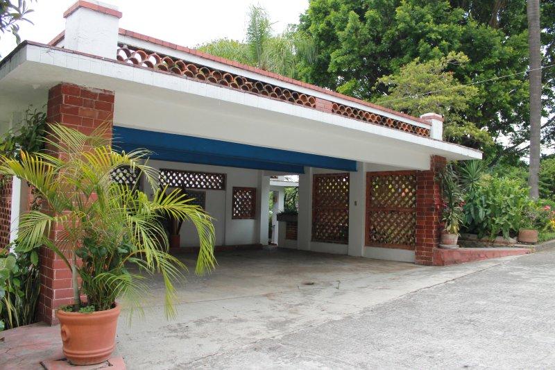Garaje de las Villas Xochimilco y Amecameca/Garage of Villas Xochimilco and Amecameca.