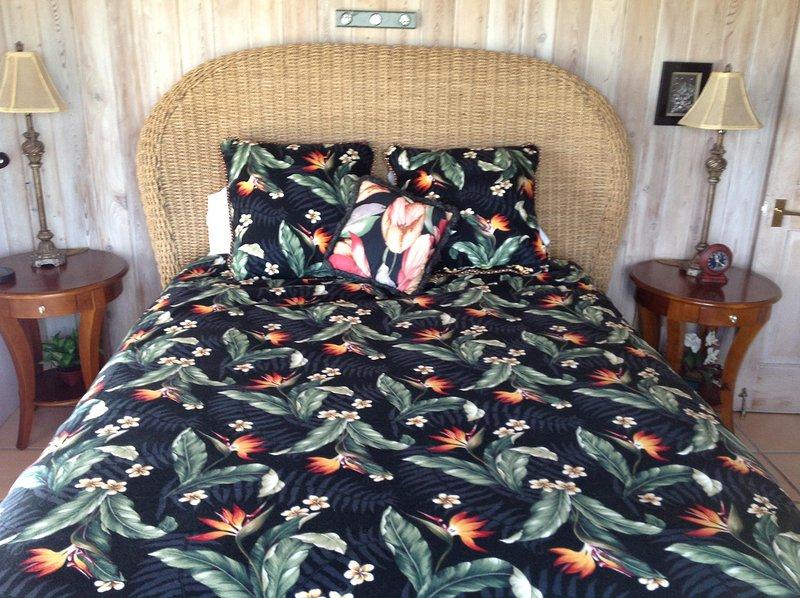 Sunset habitación de invitados, la memoria colchón de reina, a / c, ventilador, TV WIFI con el teclado inalámbrico.