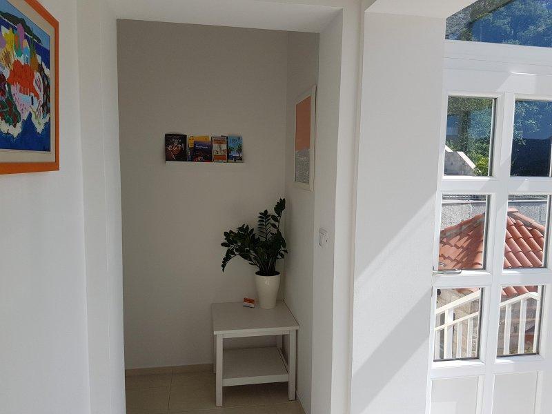 Hall de entrada a la zona de apartamentos