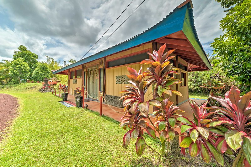 Find your zen at this 1-bedroom, 1-bathroom vacation rental cottage in beautiful Pahoa.