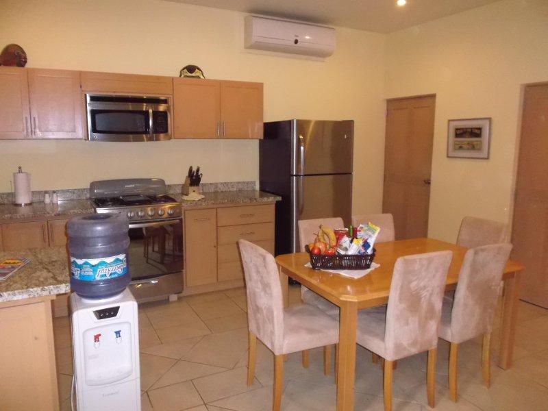 Cocina y comedor en el Apartamento de dos