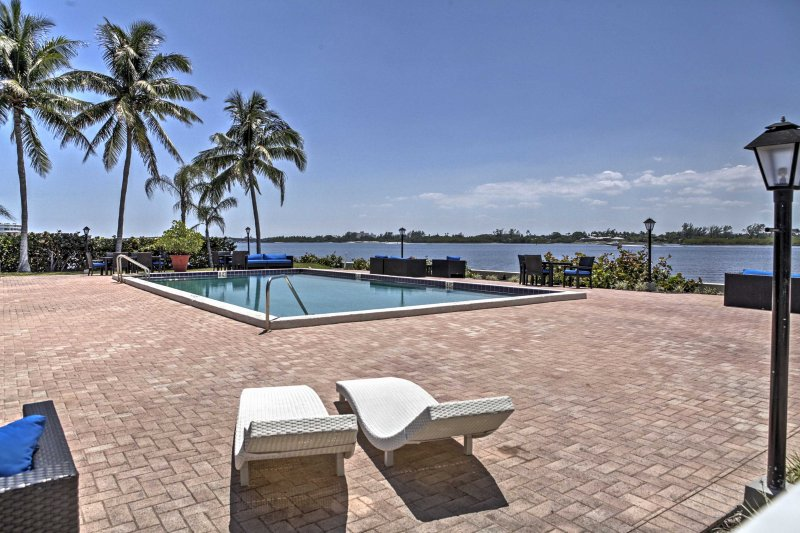 Plan your next Sunshine State escape to 'Lido Deck,' a 2-bedroom, 2-bathroom vacation rental condo in Palm Beach!
