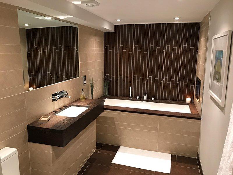 baño privado con bañera de lujo