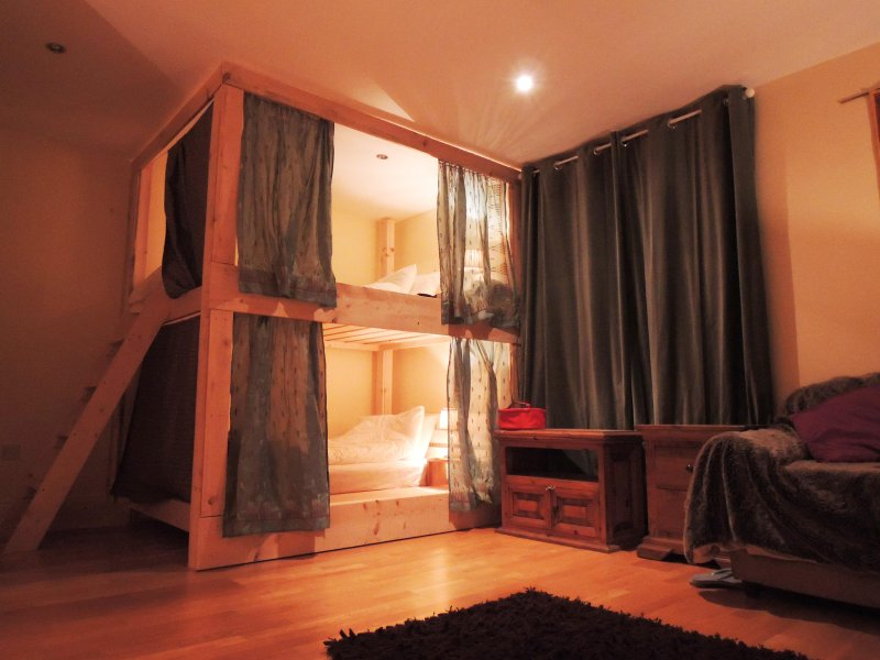 Quatro cama. beliches Bespoke são super confortáveis, espaçosos e oferecem maior privacidade