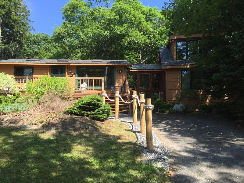 Lobster Harbor View Modern Cottage 4+ Bed, 2 Bath, holiday rental in Spruce Head