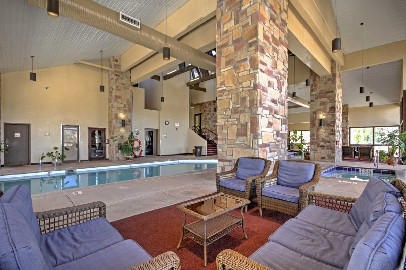 NEW! Modern Brian Head Ski Condo w/Mountain Views!, alquiler de vacaciones en Parowan