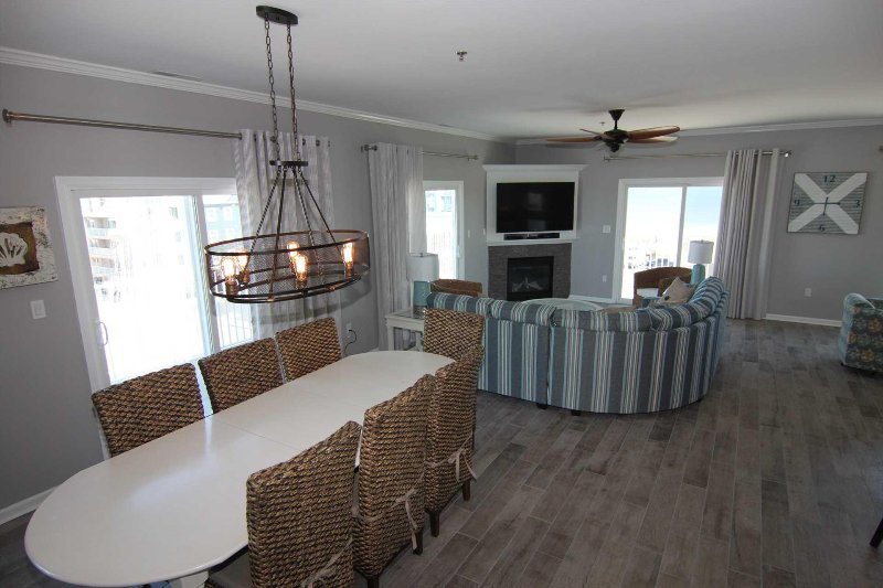 Large Great Room with Dining Space for all