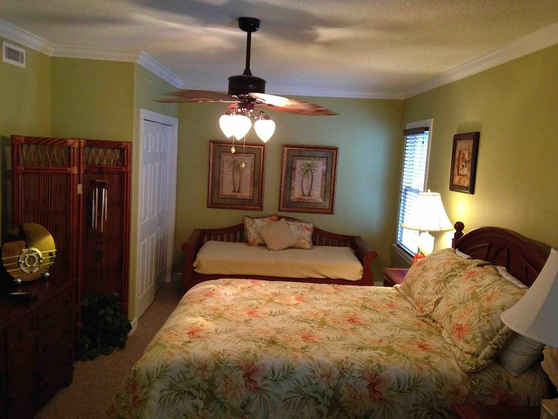 Bedroom 3 has Queen bed and Daybed