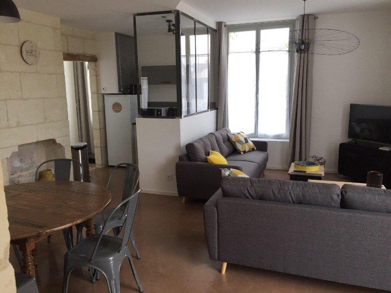 Maison en pierre 90m2 jusqu'à 6 personnes, holiday rental in Rigny-Usse