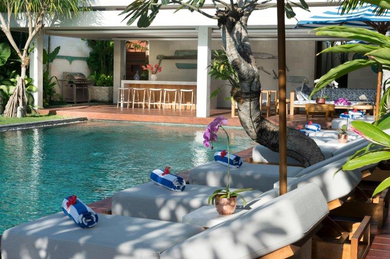Bar et pataugeoire pour enfants piscine de terrasse de la piscine