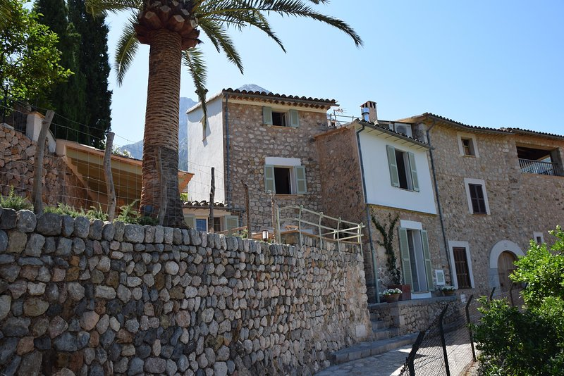 Brand newly renovated town house with superb views., holiday rental in Sa Calobra