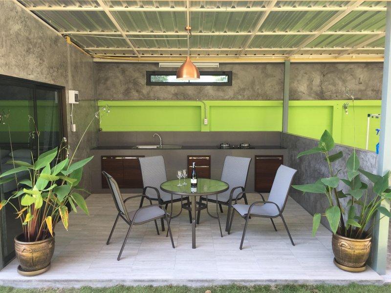 1 bed guest villa, vacation rental in Ban Chang