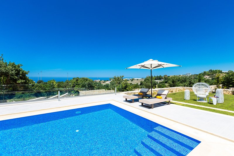 Villa Francesca, Set in the Nature Next to the City & Beach with Panoramic View!, holiday rental in Gallos