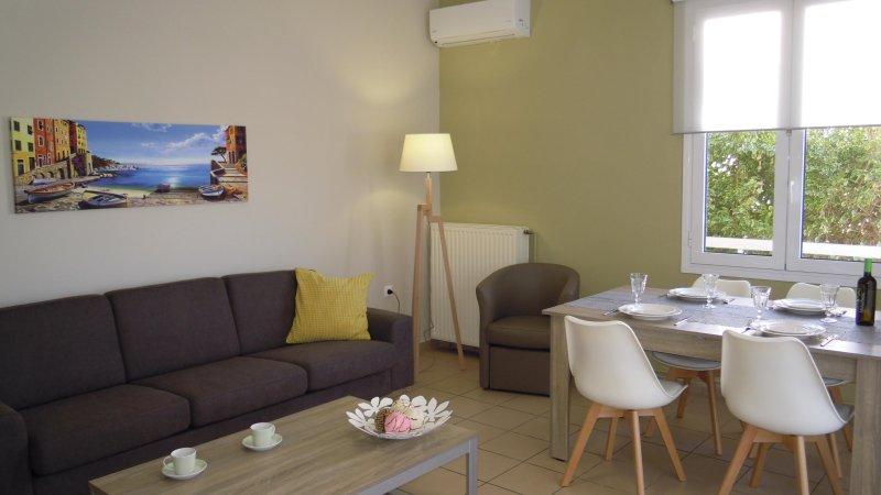 Smile apartments & studios, holiday rental in Kato Daratso