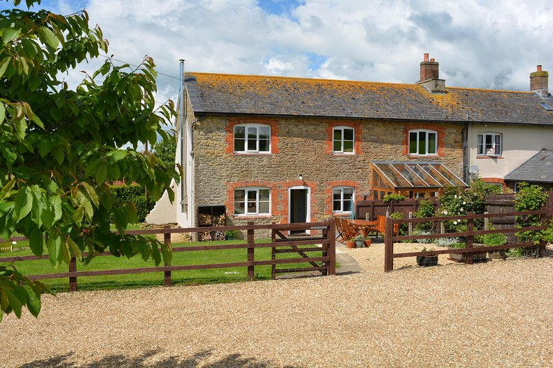Welcome to Bluebell Cottage - sleeps 5