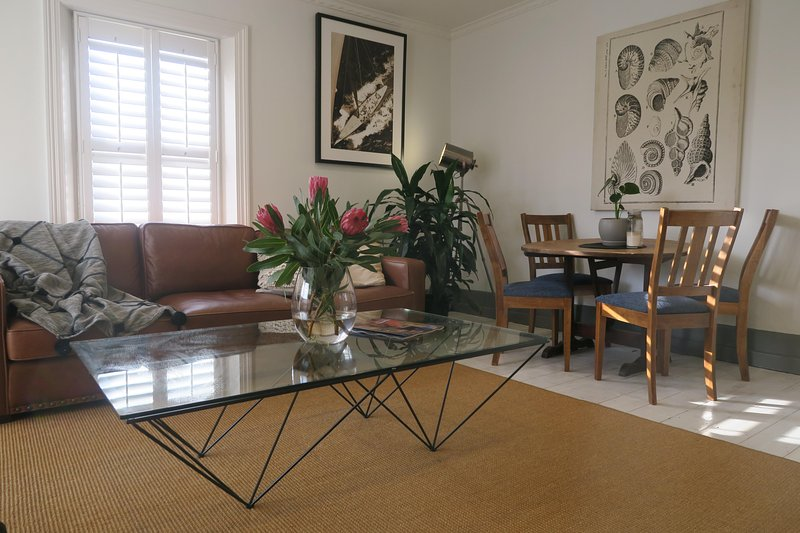 Grappa Court- Spacious, Contemporary & Comfortable, location de vacances à Hobart