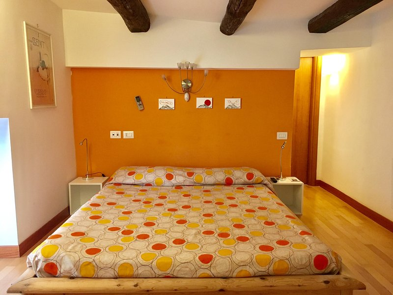 chambre double (chambre orange) avec salle de bain privée