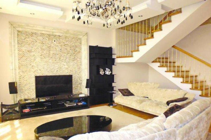 Heroes 2-storied apartments for rent in Baysal residential complex Almaty, aluguéis de temporada em Cazaquistão