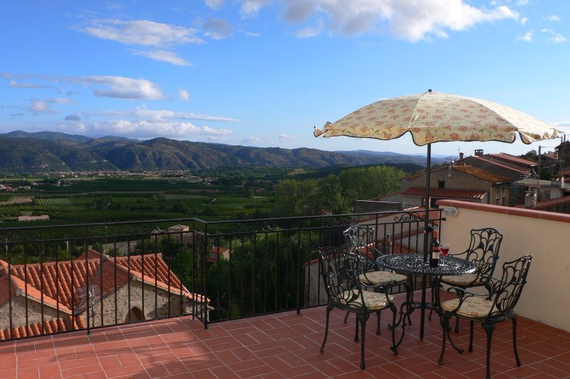 Beautiful village house with stunning views, holiday rental in Vinca