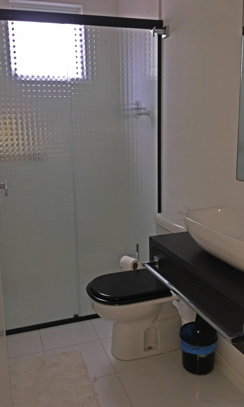 Full bathroom - suite 2