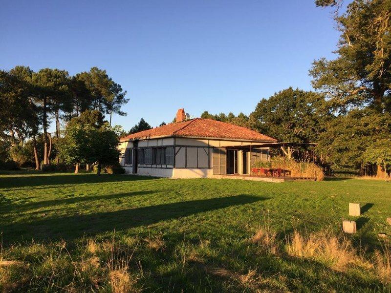 La Canopée des Landes : gîtes avec piscine pour 20 à 30 personnes, holiday rental in Garein