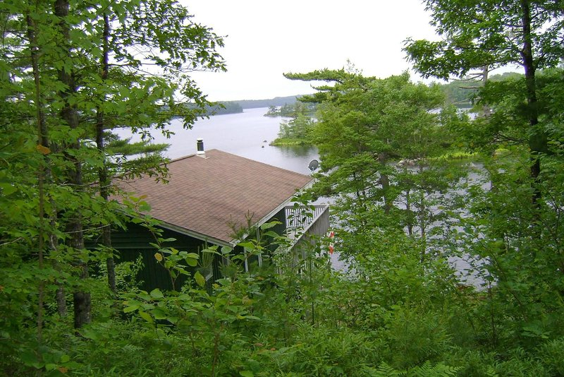 Private Lakefront Executive Cottage, location de vacances à Mahone Bay