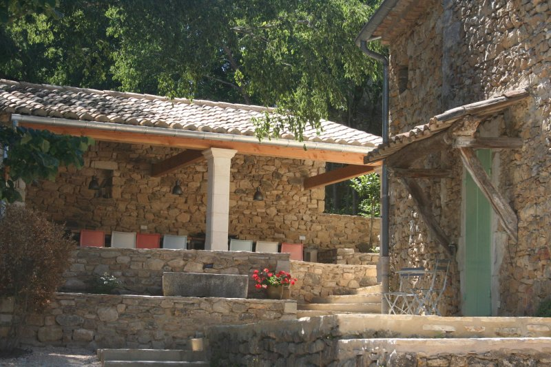 Le Mas Toupian, tennis, big garden, 17th century, holiday rental in Saint-Andre-d'Olerargues